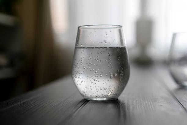 VianPool (Tiếng Việt) Không uống nước trước khi đi ngủ làm tăng nhiều nguy cơ sức khỏe: Ly nước cuối cùng trong ngày nên uống thế nào cho đúng?